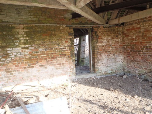 16 Burlingham Barn Internal Leaning Pier -08